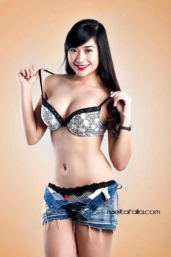 Alyzza-Agustin-Nude-Topless-Photos-www.ohfree.net-052 FHM Philippines Alyzza Agustin Nude Topless Photos Leaked
